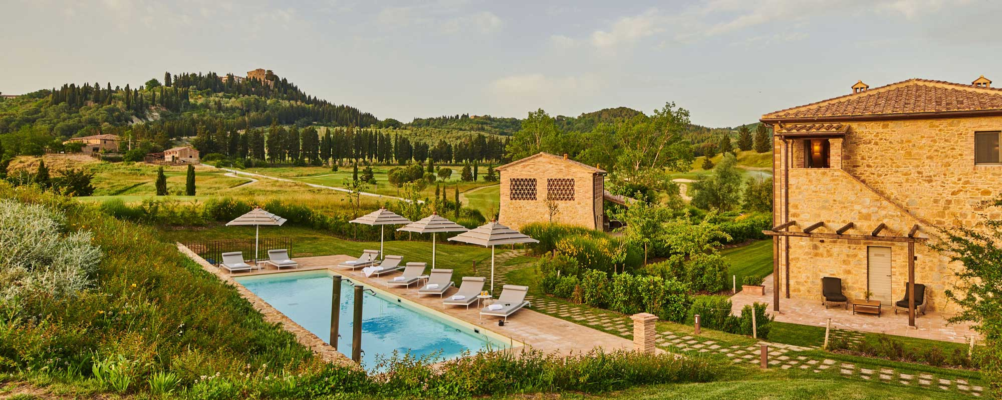 La Spina gives you access to a communal pool with a grand view of the Tuscan Countryside